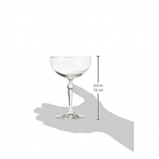 Coupe Glass measurements in context of a hand